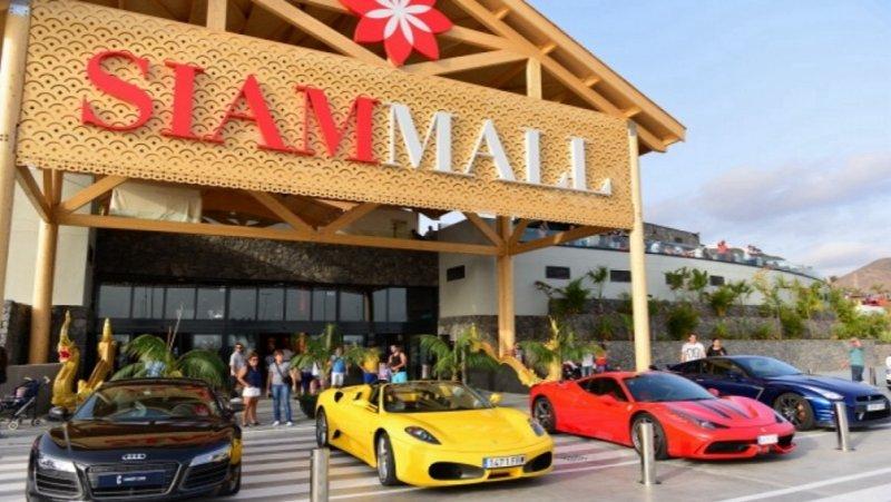 Exposición de vehículos al SIAM MALL Tenerife